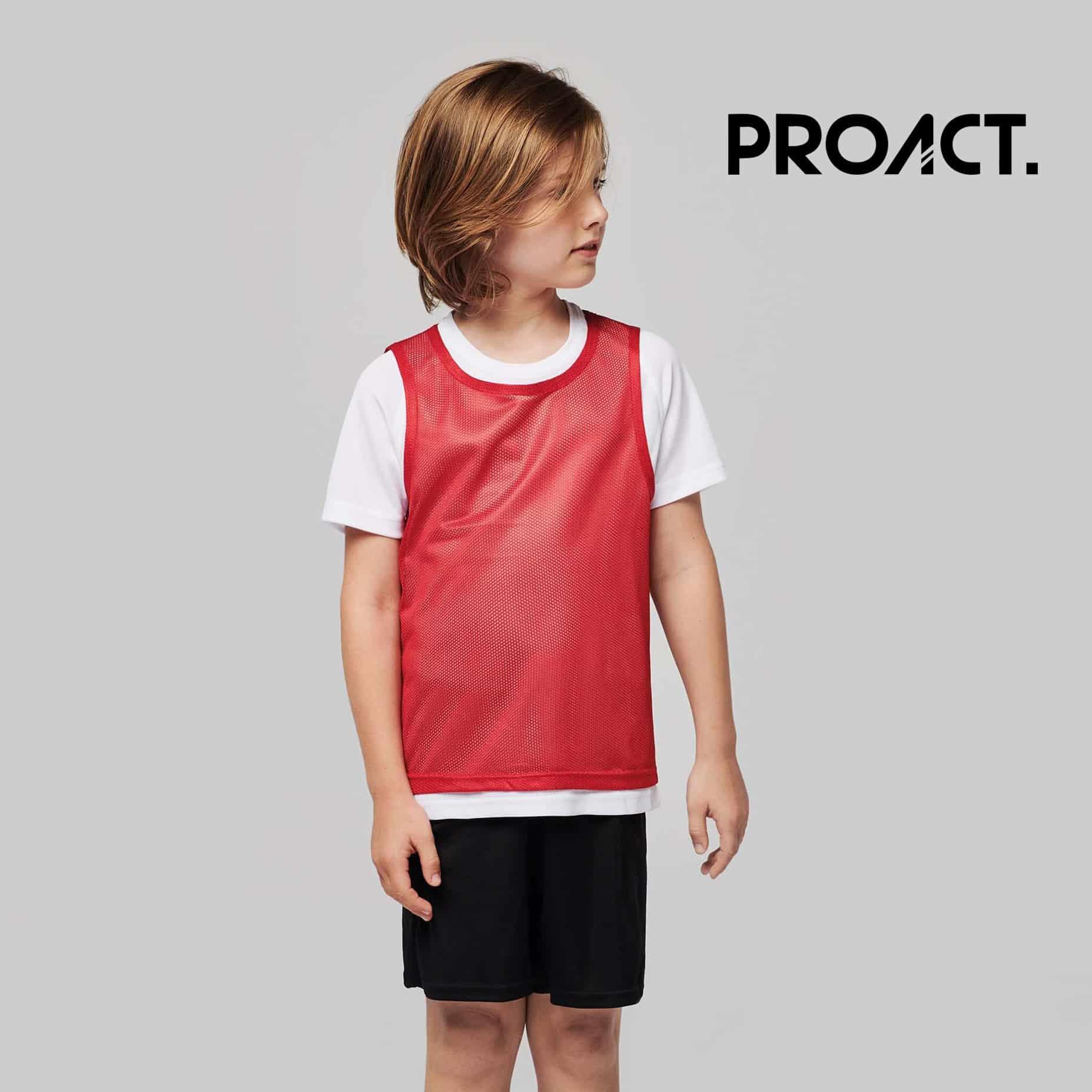 Bambino con pettorina rossa 100% poliestere con rete perforata