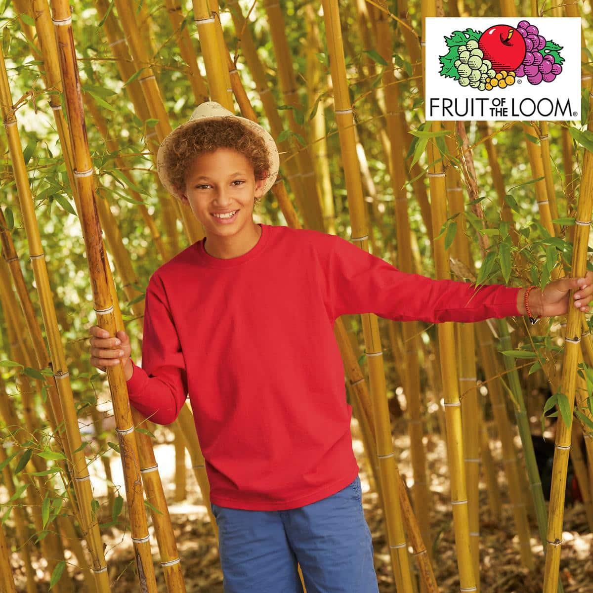 Bambino con tshirt manica lunga in cotone e girocollo di colore rosso