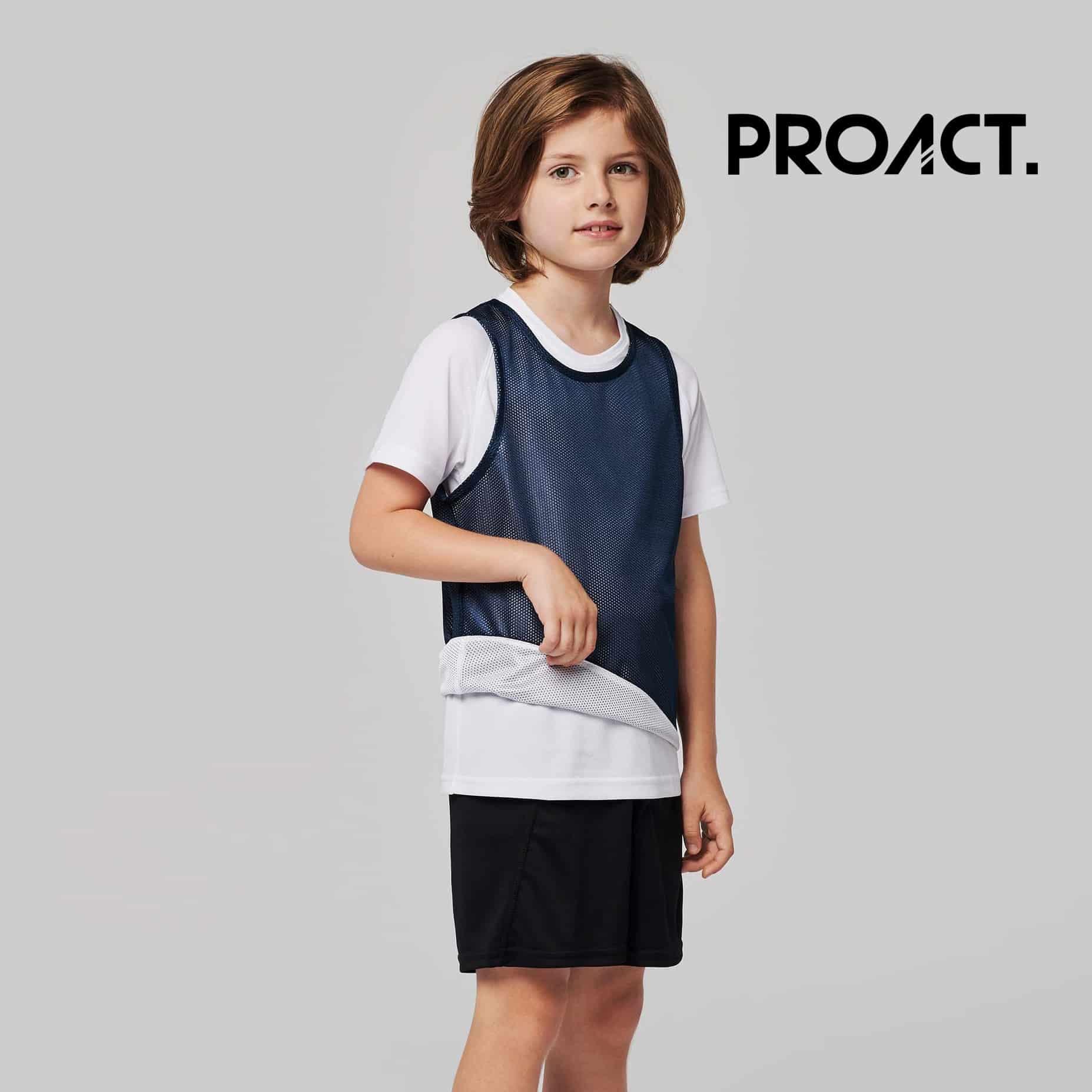 Bambino con pettorina blu 100% poliestere con rete perforata