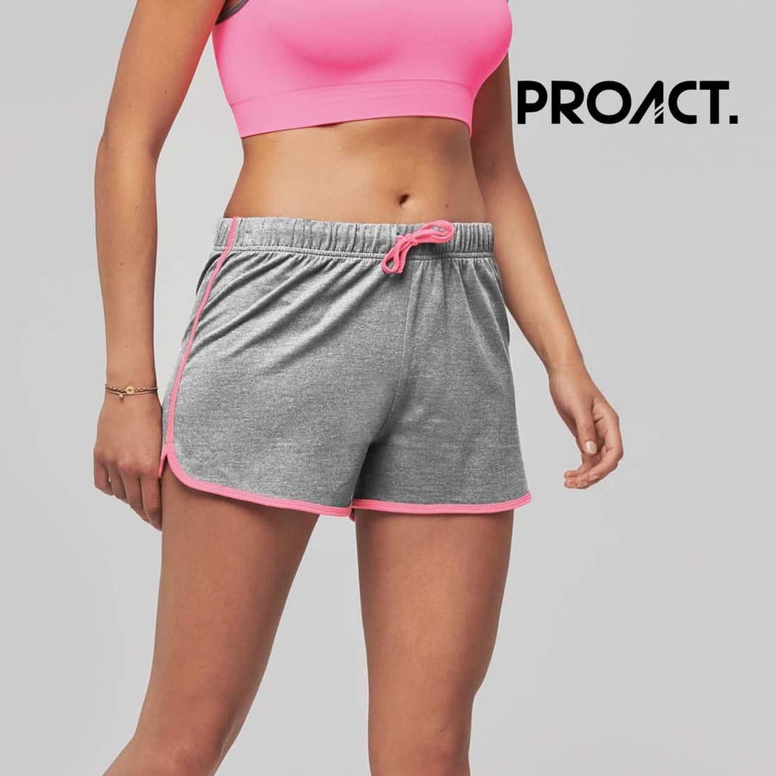 Donna con pantaloncini corti grigi 100% in cotone