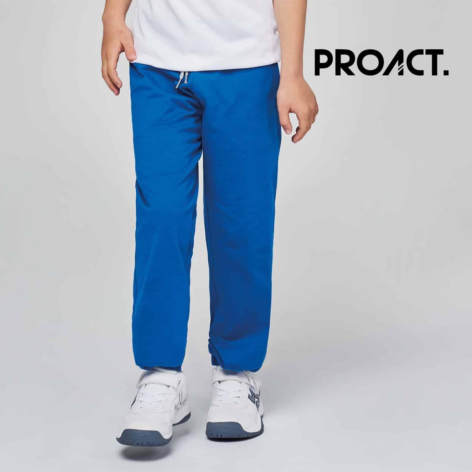 Bambino con tuta blu 100% cotone con due tasche laterali e una tasca dietro