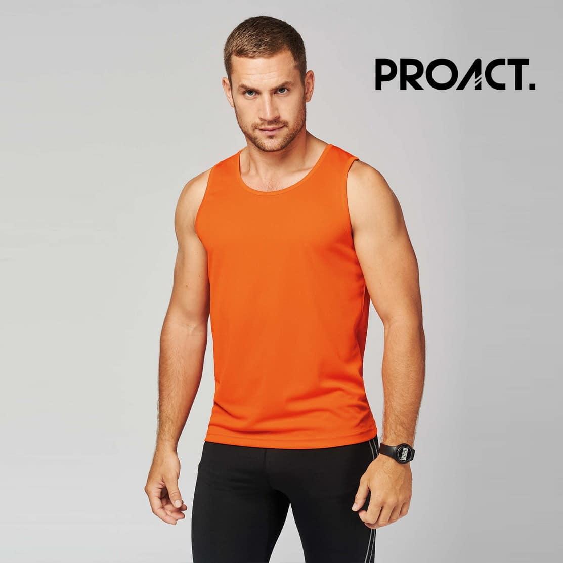 Uomo con canotta sportiva arancione 100% poliestere