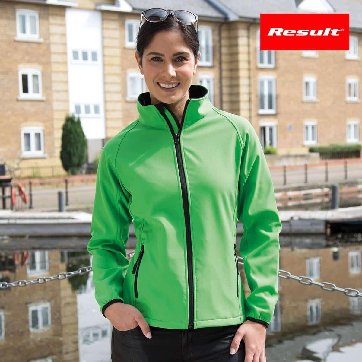 Donna con giacca traspirante verde con interno in micropile e tasche laterali con zip 100% poliestere